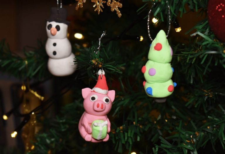 3 Easy Christmas Tree Decorations From Clay